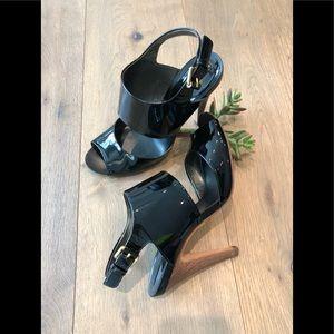 🔹BCBGMAXAZRIA  Black lacquer sandals, Size 7